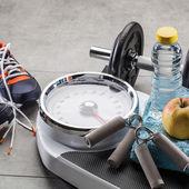 Váhy, tenisky, hmotnost cvičení příslušenství a přirozené stravy potraviny