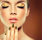 Dívka tvář s zlatými make-upu