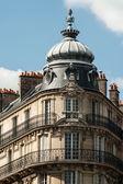 Typické pařížské budově shora