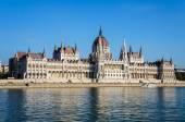 Paliament z Budapešti a Dunaje, Maďarsko