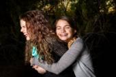 Dospívající sestry jsou hloupé a objímání
