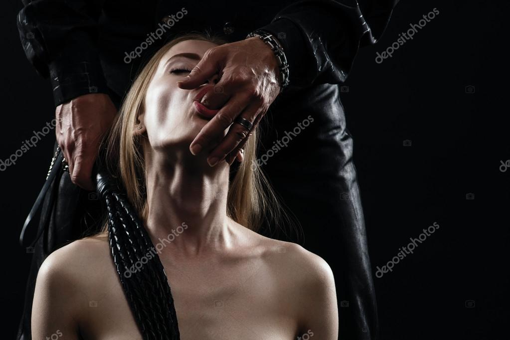 seksualnaya-reklama-avto-nissan-livina
