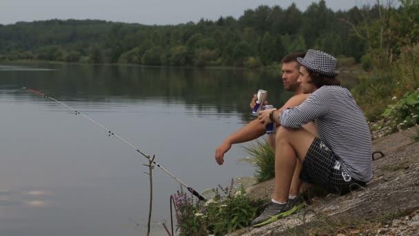 два друга на рыбалке
