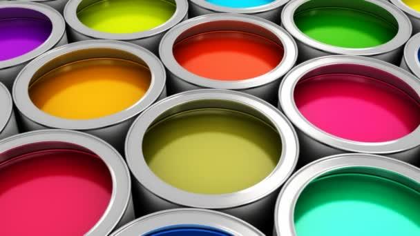 barevné plechovky od barev