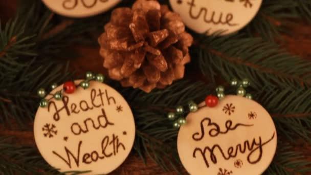 Dřevěné vánoční ozdoby s pyrography přeje
