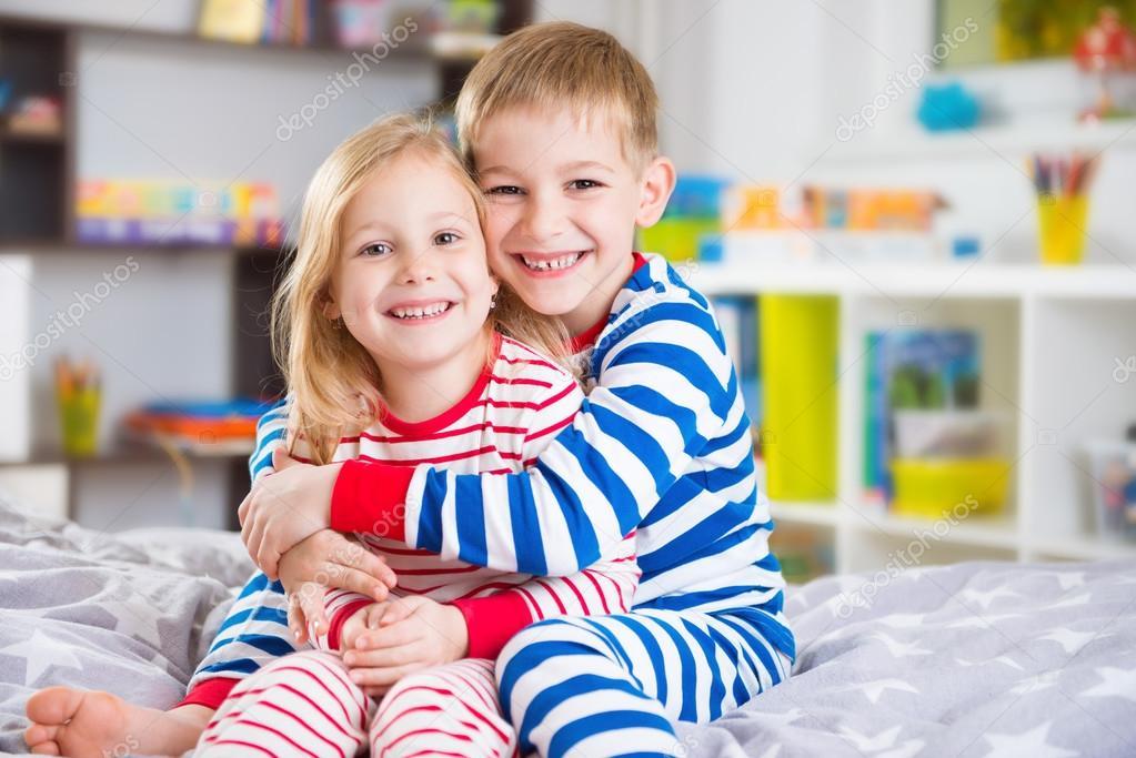 Брат и сестра ласкают друг друга
