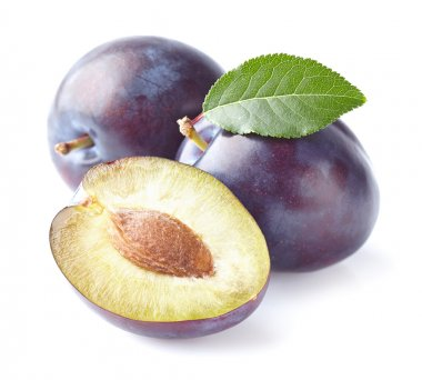 Ripe plums with leaves