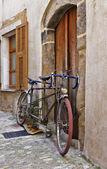 A régi street Franciaországban kerékpár