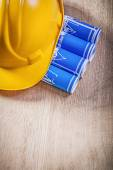 Photo Blue engineering drawings and hard hat