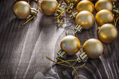 Zlatý vánoční koule