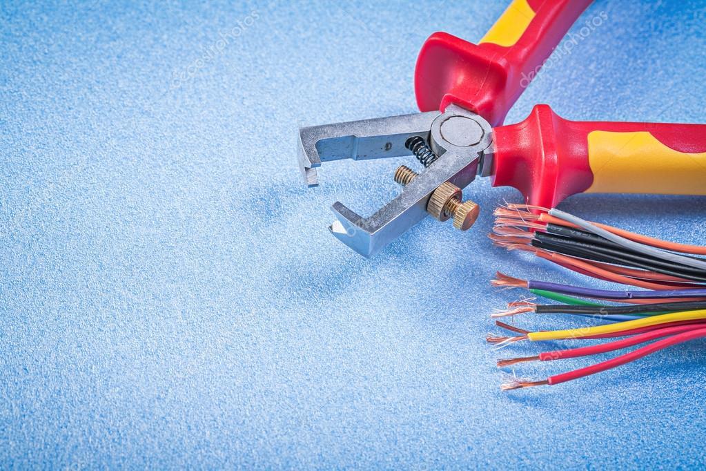 Isolierte Stripperinnen elektrische Drähte — Stockfoto © mihalec ...