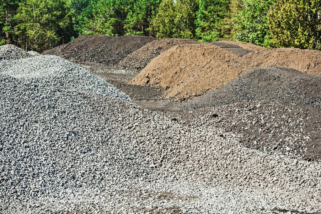 Piles of gravel and mixed sand