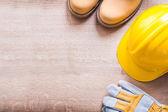 Pracovní boty, helmy, rukavice