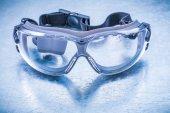 Transparente Schutzbrille aus Kunststoff