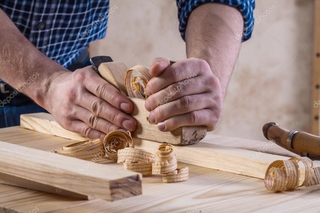 Joiners mãos com woodworkers avião — Fotografia de Stock