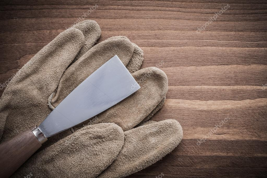paint scraper with working gloves