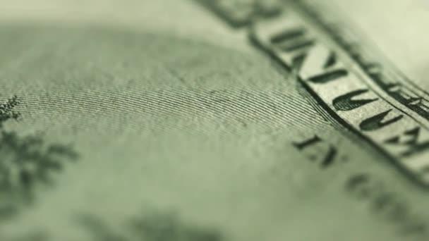 Dolar se zblízka. Motto na peníze - v Boha věříme