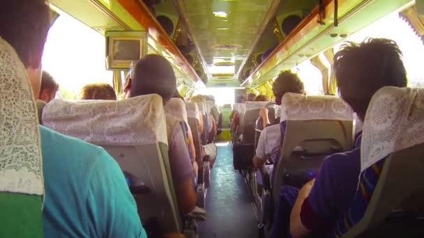 Hrbolatá autobusová jízda v jihovýchodní Asii