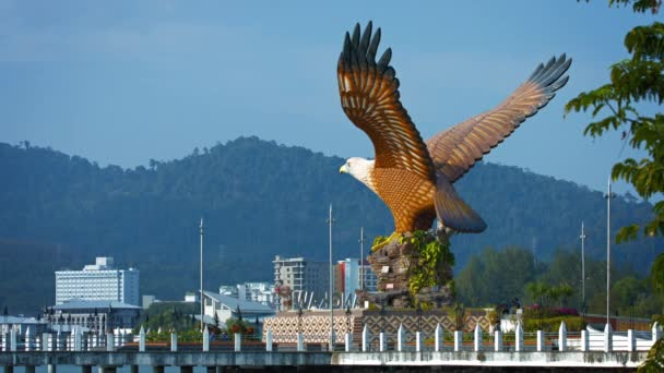 Obrovská socha orla poblíž Boat Quay