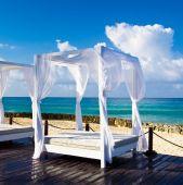 Pavilon na moři pláž