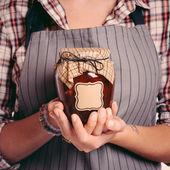 Fotografia Marmellata di vintage Bank pesca nelle mani delle donne. Close-up