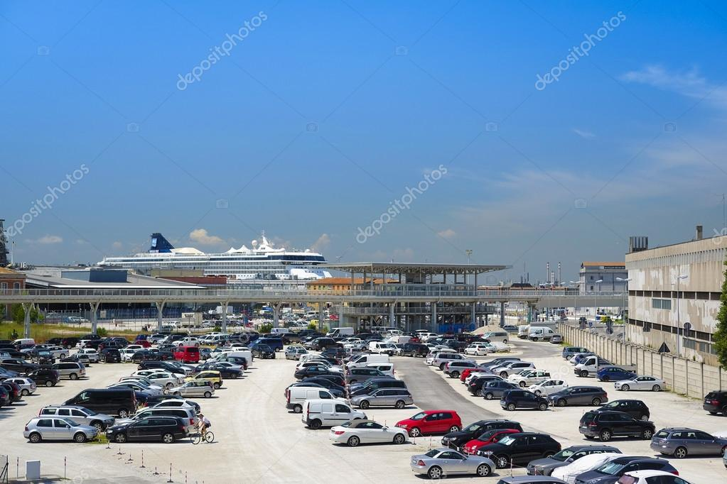 car parking in Venice – Stock Editorial Photo © uatp12 #120274632