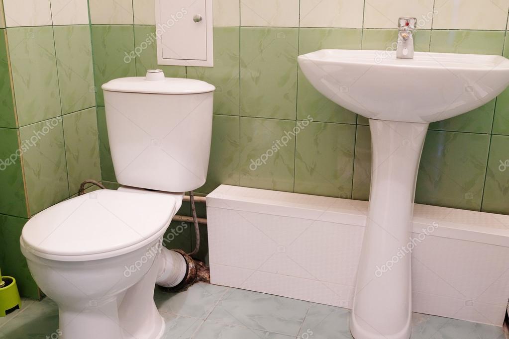 wc et lavabo dans une salle de bains wc photographie. Black Bedroom Furniture Sets. Home Design Ideas