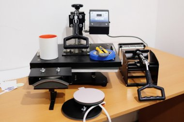 Equipment for thermal transfer image