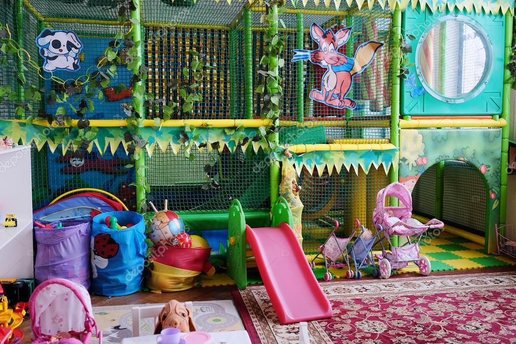 Sala Giochi Per Bambini : Svuotare la sala giochi per bambini u2014 foto stock © uatp12 #64246817