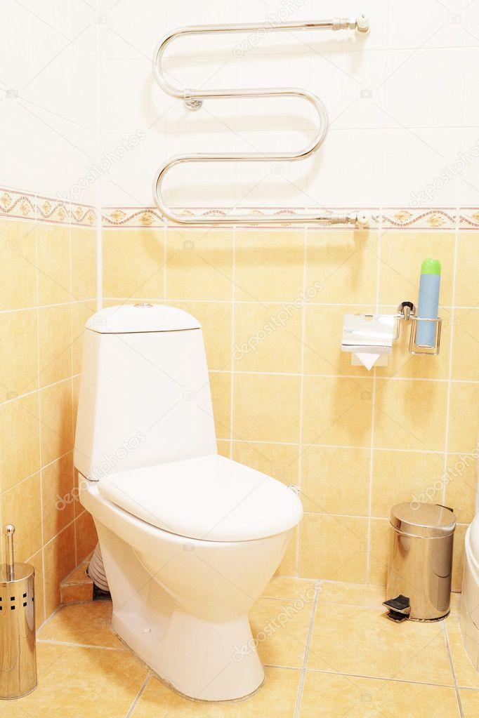 toilette dans la salle de bain h244tel � photographie uatp12