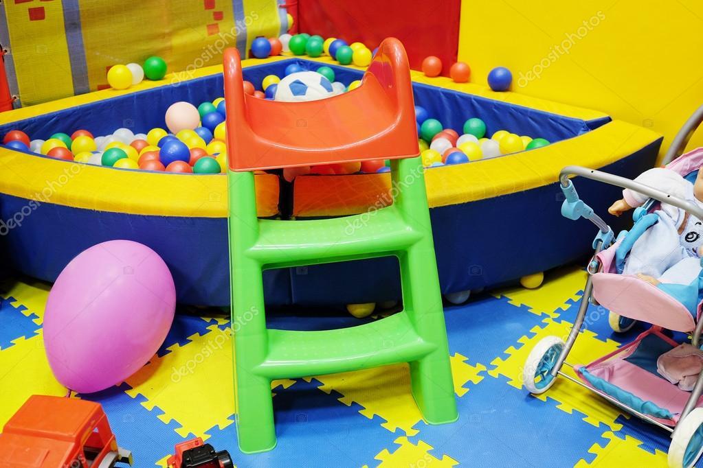 Stanza Dei Giochi Bambini : Molti giocattoli nella stanza dei giochi u2014 foto stock © uatp12 #67927921