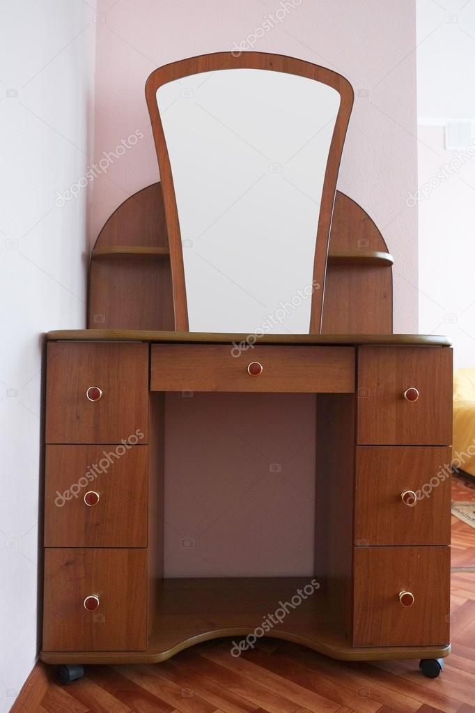 Fésülködő asztal tükörrel — Stock Fotó © uatp12 #68519833