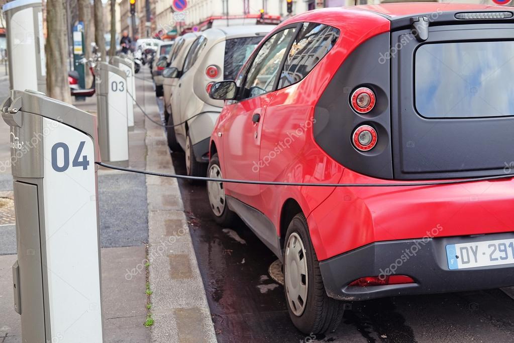 Kosten Van De Elektrische Auto Redactionele Stockfoto C Uatp12