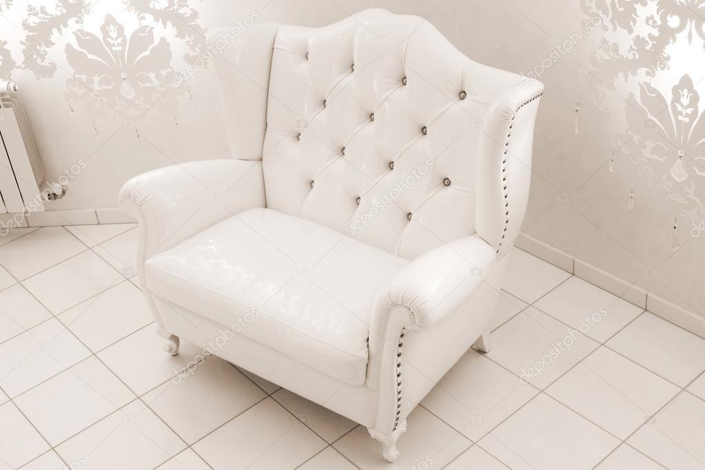 Witte lederen fauteuil u stockfoto igterex