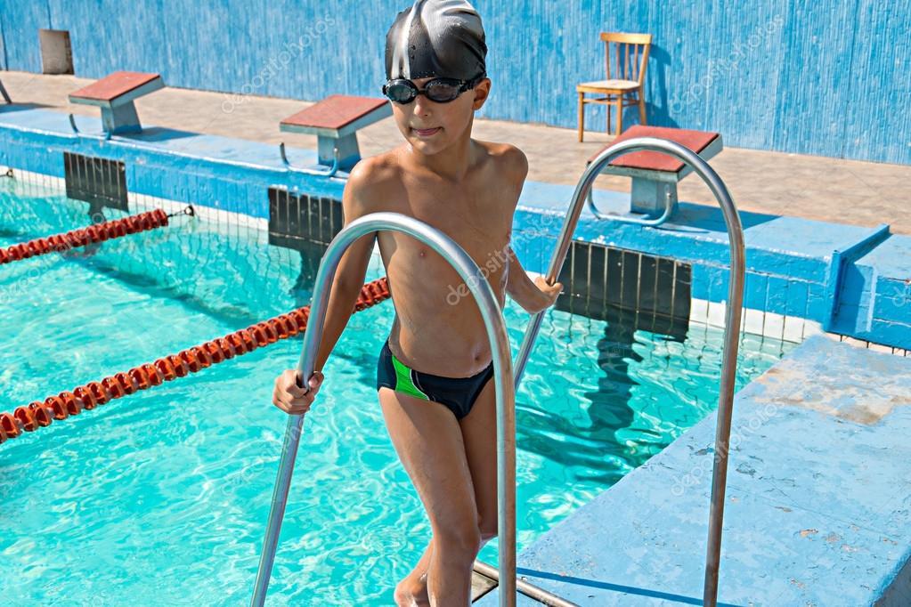все идем в бассейн без одежды фото красотка ублажает ласкает