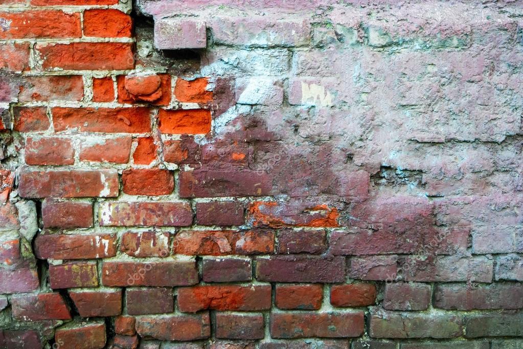 Half Geschilderde Muur : Rode bakstenen muur die helft met beton frame voor ontwerp bedekt