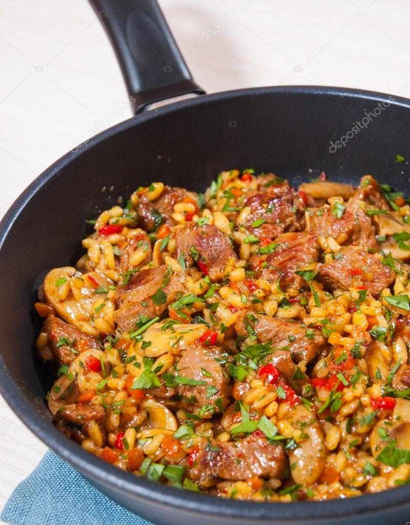 Мясо с грибами овощами