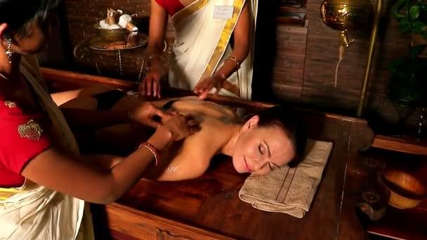 Реальный массаж с девушкой видео массаж эротический с оргазмом видео
