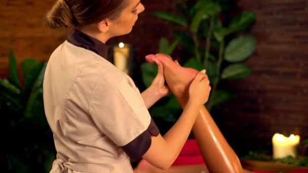 Terapie masáž chodidel. 4k
