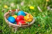 Velikonoční vejce v košíku