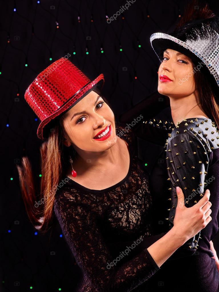 Lesben Frauen tanzen auf party — Stockfoto © poznyakov #71722989