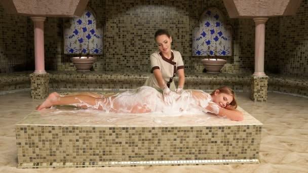 Turecká masáž v hammamu