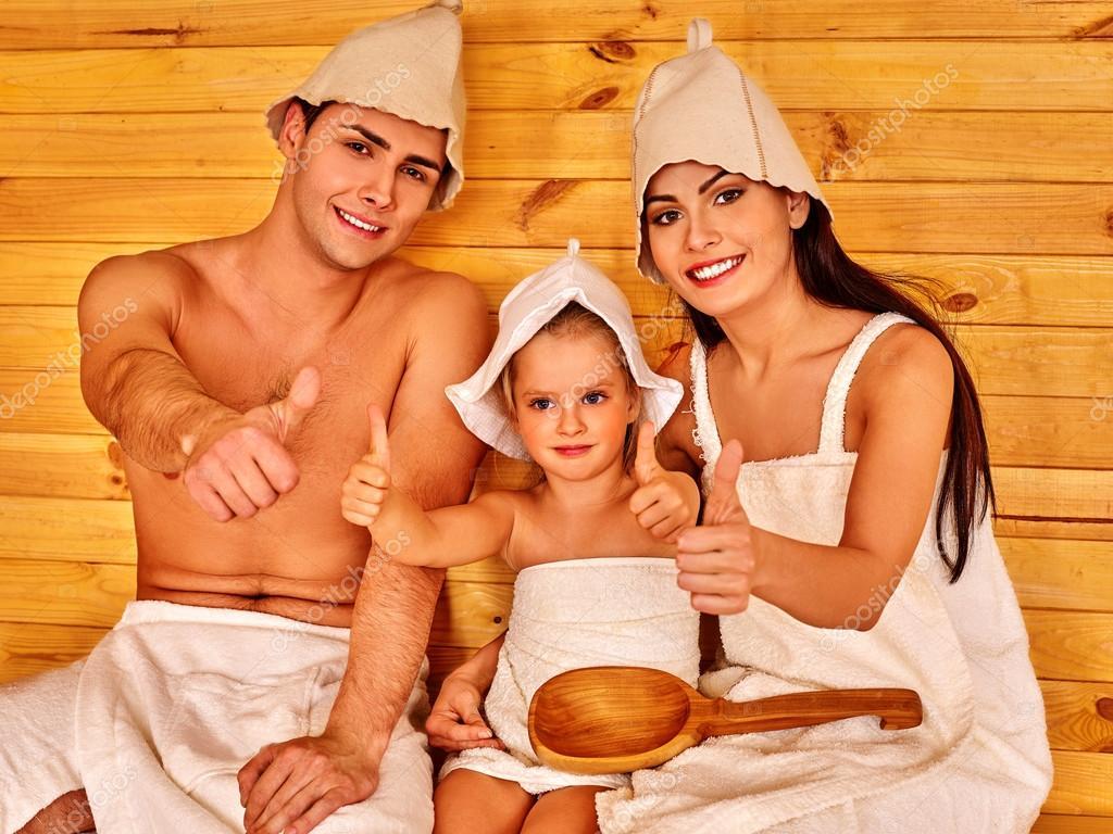 Gruppe Menschen mit Hut in der Sauna. — Stockfoto