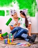 Fotografie Familie malen mauer zu Hause