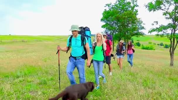Skupina lidí na cestování.