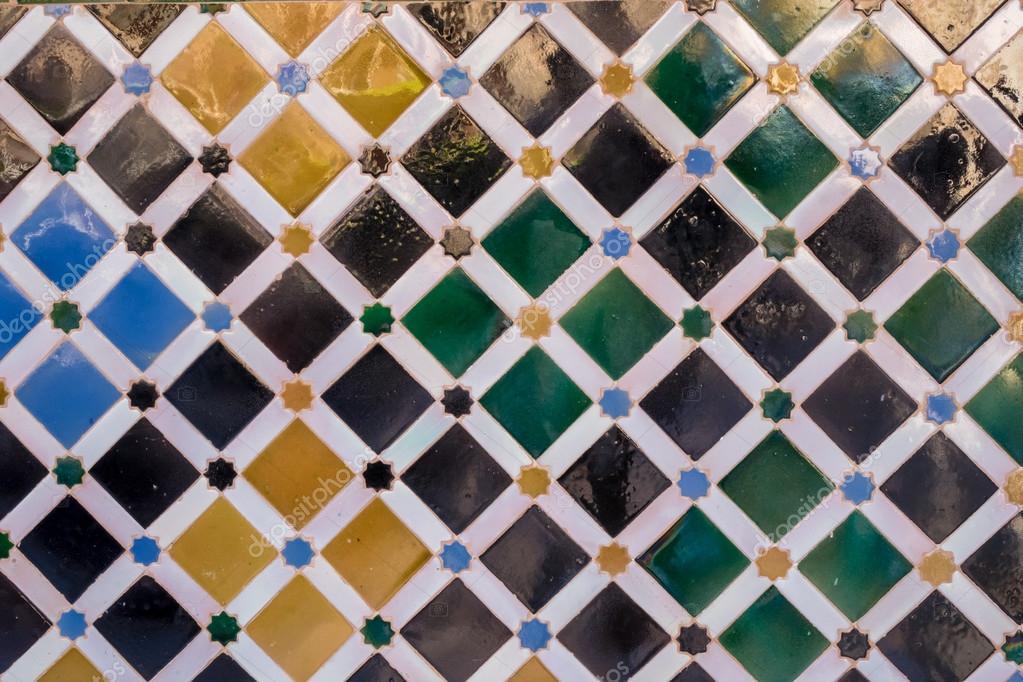 Reticolo di antiche piastrelle arabe a alhambra u foto stock