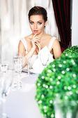 Fényképek az étterem gyönyörű nő