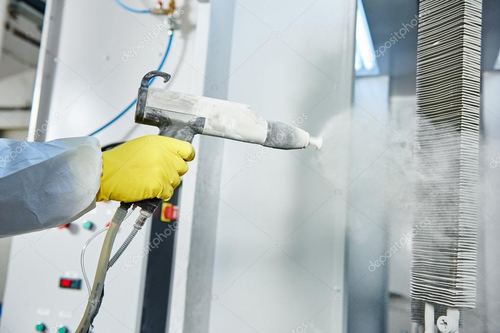 Hombre fumigando para colorear | capa de metal industrial. Hombre en ...