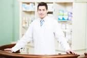 Lékárna lékárna muž v drogerii