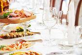 Rautový stůl nastavení služby v restauraci